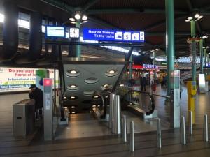 Escada rolante da estação de Schiphol, no aeroporto