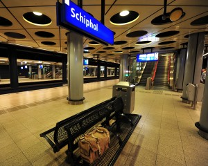 Estacion de tren Schiphol, abajo del aeropuerto