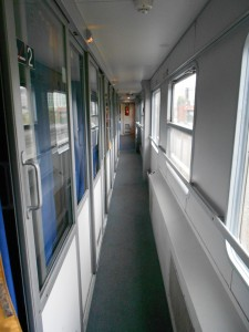 CNL, pasillo del vagón 2da  clase (cuchetas)