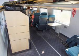 Espaço para cadeira de rodas e bagagem